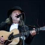 HILSEN NILSEN: Lillebjørn Nilsen leverte en legendarisk formiddagskonsert i solsteiken på Øya lørdag formiddag. Foto: ESPEN BRAATA
