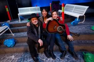 VISESANGERE: Lillebjørn Nilsens sanger er blitt til musikkteater på Oslo Nye Teater. Både Elisabeth Carew fra Lørenskog og 13 år gamle Iver Christopher Cardas fra Nittedal er med i forestillingen, og har en dyp respekt for visesangeren. Foto: Lisbeth Andresen