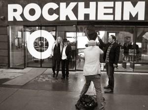 IMG_7012 Anne Grete og Lillebjørn foran RH m fotograf meta shvs lite FOTO RITTER POPSENTERET
